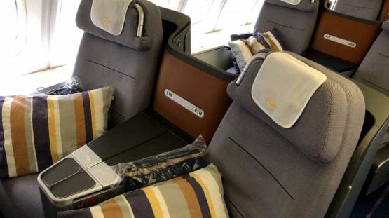 lufthansa business class airplane